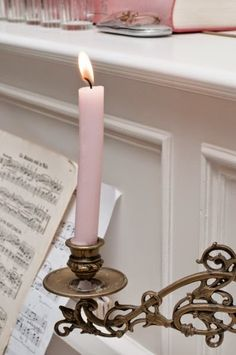 Piano and candlelight. Rose Cottage, Shabby Cottage, Shabby Chic, Cottage Style, Romantic Cottage, Pink Christmas, Christmas Colors, Christmas Morning, Vieux Pianos
