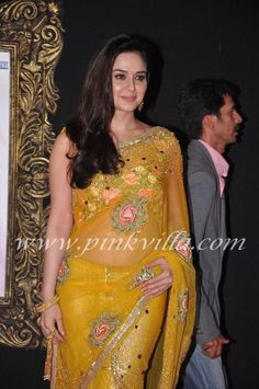 Preity Zinta at the premiere of JTHJ. She is spotted with Shah Rukh, Gauri Khan and designer Surily Goel.S: Preity is in Suriley Goel. Beautiful Girl Indian, Most Beautiful Indian Actress, Beautiful Saree, Indian Actress Photos, Indian Actresses, Bollywood Fashion, Bollywood Actress, Pretty Zinta, Iranian Beauty