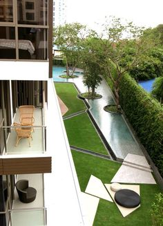 Contemporary pool in Pattaya, Thailand by TROP