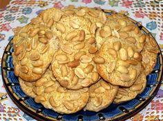 Erdnusskekse Rezept: Knusprige Erdnusskekse: Super lecker mit einer Prise Zimt Peanut biscuits Recipe: Crunchy peanut biscuits: Delicious with a pinch of cinnamon Delicious Cake Recipes, Easy Cake Recipes, Yummy Cakes, Baking Recipes, Cookie Recipes, Snack Recipes, Marzipan Cookies Recipe, Peanut Cookie Recipe, Easy Vanilla Cake Recipe