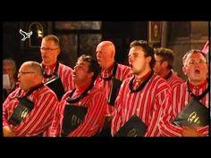 Het Urker Mannenkoor Hallelujah zingt in Parijs het lied: Lichtstad met uw paar'len poorten. Het orgelspel van Harry Hamer en Martin Mans is overigens ook de...