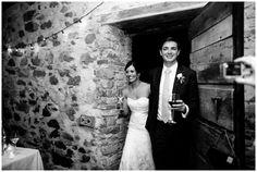 Arrival of the groom and bride in the barn. Italian wedding. Villa Catureglio, Tuscany
