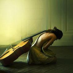 """The Weight of Groans "" de Julie de Waroquier"