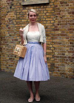 Gosh but I love the simplicity and elegance of this vintage look.