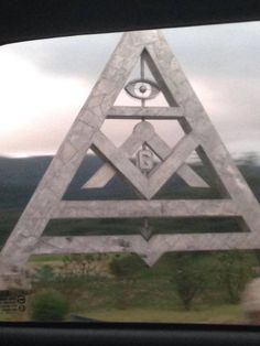 Found im Brazil city called Mogi Das Cruzes. And they say freemasonry and Illuminati are 2 separate things.all roads lead to rome.all seeing eye Masonic Art, Masonic Lodge, Masonic Symbols, Ancient Aliens, Ancient History, Ufo, Brazil Cities, Wicca, Monuments
