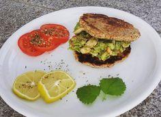 Unsere Teilnehmerin @uschipupinski hat heute mal ein kolumbianisches Rezept ausprobiert: Arepas! Arepas sind runde Maisfladen, die sich wunderbar als Burger Ersatz eignen. Wer kein Mais mag, kann diese zudem  auch super mit Mandelmehl zubereiten.  Mehr Kochrezepte und unser perfekt auf den weiblichen Körper abgestimmtes Trainings- & Ernährungsprogramm findest Du auf www.mybodyartist.de!