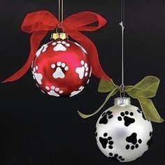 I love hanging this set of 12 Paw Print ornaments on my Christmas tree! Shatter proof ornaments have paw prints painted and sealed, topped with the perfect Christmas bow! Christmas Ornaments To Make, Noel Christmas, Christmas Projects, Holiday Crafts, Christmas Decorations, Ball Ornaments, Handpainted Christmas Ornaments, Glass Christmas Balls, Ornaments Ideas