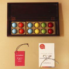 Un regalo delicioso, de mucho #chocolate, #trufas gourmet en #Colombia. Disponible en La Confitería Chocolates Gourmet, Chocolate Favors, Love Gifts, Personalized Gifts, Truffles, Friendship, Colombia, Budget