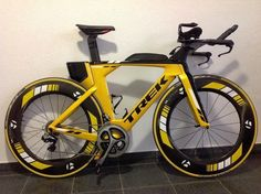 Road Cycling, Cycling Bikes, Dh Velo, Trek Road Bikes, Bicycle Garage, Trial Bike, Motorized Bicycle, Speed Bike, Bicycle Design