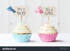 Magdalenas de la ducha del bebé para una niña y un niño
