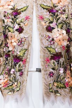Georges Hobeika Couture Fall 2016 #couture 2016 #Georges Hobeika #flower #fashion details