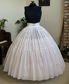 FREE Vintage Hoop Petticoat Sewing Pattern and Tutorial. To go with the hoop skirt dresses I've pinned. Sewing Patterns Free, Sewing Tutorials, Sewing Hacks, Clothing Patterns, Techniques Couture, Sewing Techniques, Costume Patterns, Dress Patterns, Meme Costume