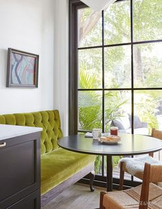 2019 Kitchen Trends You'll See Everywhere This Year A gem of a peridot-tufted banquette makes a brea Dining Nook, Dining Room Design, Settee Dining, Dining Chairs, Küchen Design, House Design, Interior Design, Design Trends, Interior Plants