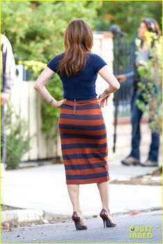 Jennifer Lopez showing her sexy back side on the set of her new movie The Boy Next Door in Los Angeles. #Hollywood #Fashion #Style #Beauty