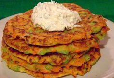 Zöldséges lepénykék tejfölös-húsos krémmel recept képpel. Hozzávalók és az elkészítés részletes leírása. A zöldséges lepénykék tejfölös-húsos krémmel elkészítési ideje: 30 perc