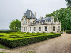Saint-Germain-en-Laye.  Outstanding property of 450 sqm on a french style garden with terraces of approximately of 11,000 sqm. Formerly a part of the ''château neuf de Saint-Germain-en-laye'', it benefits of large reception rooms, a parental suite, 5 bedrooms, a swimming pool, a tennis court and a gatehouse. Next to public transports, shops and international schools.