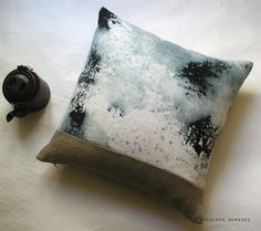 Linen Mini Squart Throw Pillow .. D u n e 2  / FRAGMENTS. €45,00, via Etsy.