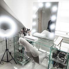ideas makeup table in closet girly Vanity Makeup Rooms, Vanity Room, Makeup Vanities, Vanity Mirrors, Studio Interior, Interior Design, Youtube Kanal, Glam Room, Studio Room