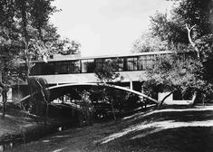 Casa del Puente, the Bridge House, by Argentine architect Amancio Williams Walter Gropius, Montevideo, Le Corbusier, Amancio Williams, Critical Regionalism, Long House, Covered Bridges, Urban Planning, Modern Rustic