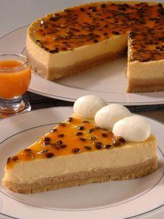 Pastel de maracuya Types Of Desserts, Pie Shop, Mousse Cake, Sweet Breakfast, Vegan Sweets, Cheesecake Recipes, I Love Food, Sweet Recipes, Marshmallows