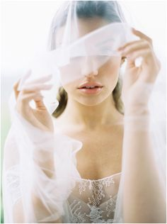 bride-with-long-veil-charlottesville-photographer