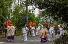 At the head of the Aoi Matsuri procession (葵祭) are Norijiri horseman (乗尻). This first part of the procession is called Roto-no-Gi (路頭の儀).