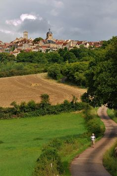 Setting out from Vezelay | Just another 1500 kms | Pèlerins de Compostelle © yvon boelle