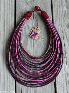 Items similar to Radiant Orchid yarn-wrapped necklace / tribal / hippie / bohemian / color of the year on Etsy Yarn Necklace, Fabric Necklace, Textile Jewelry, Fabric Jewelry, Rope Jewelry, Jewelry Crafts, Bracelet Making, Jewelry Making, Necklace Tutorial