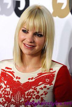 Anna Faris blond straight medium haircut