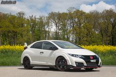 The Honda Civic Type R FK2 VTEC Turbo is surprisingly fun once you learn to get around its quirks.