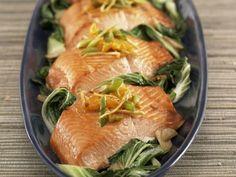 Rezept: Lachs auf Orangen-Mangold mit Ingwer und Salsa