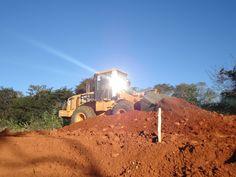 Construção de Ferrovia sob o sol do Nordeste do Brasil