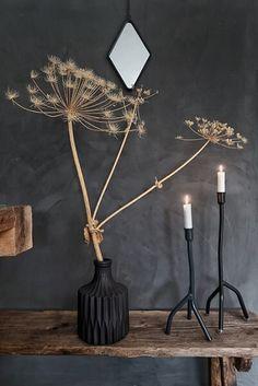 Interior Design For Living Room Dark Interiors, Shop Interiors, Vase Deco, Interior Decorating, Interior Design, Home And Deco, Metal Wall Art, Home And Living, Interior Inspiration