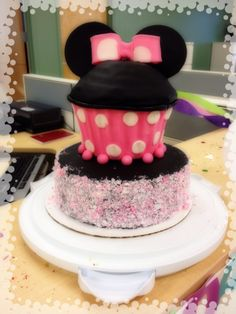 Minnie Mouse Giant Cupcake Cake by MonnisCreations on Etsy