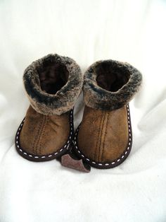 Sheepskin slippers kids sizes by MariyaMitov on Etsy Kids Clothes Australia, Sheepskin Slippers, Baby Feet, Baby Boy Fashion, Beige Color, Toddler Dress, Kids Clothing, Clothing Styles, Me Too Shoes