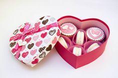 Подарочная коробка с капкейками с праздничным оформлением шоколадной мастикой, макаруны, пряники от Девина Дизайн (25).jpg (Изображение JPEG, 1279×847 пикселов) - Масштабированное (98%)