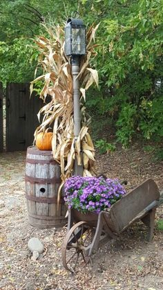Wish fall could last all year *perfect idea for my front yard lamppost Primitive Santa, Primitive Fall, Fall Harvest, Autumn Fall, Thanksgiving Decorations, Fall Decorations, New England Fall, Autumn Scenes, Autumn Garden