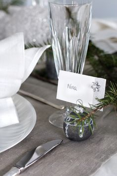 I'm always looking for new ways to personal place settings~this one speaks to me! (And your guests feel that you have prepared a place personally for them.) Matching the ornament to the tablecloth keeps things monochromatic and assures the decs won't steal the show; reserved for your entrée! VL