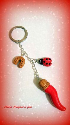 Portachiavi in #fimo handmade cornetto coccinella ferro di cavallo portafortuna idea regalo , by Chiara - Creazioni in fimo, 6,00 € su misshobby.com