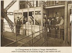 A causa de la curvatura de la torre  Eiffel se crearon tres sistemas de ascensores, uno para cada nivel. En la imagen, visitantes de la torre en la cabina del tercer ascensor, que asciende en vertical hasta la cúspide.