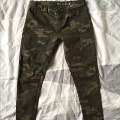 Camo Jegging high rise skinny fit Camo Jegging high rise skinny fit. Super comfy Cotton On Jeans Skinny