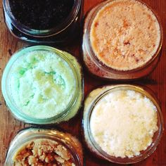5 Awesome DIY Sugar Scrub recipes - since I'm already obsessed with making my own scrubs, I might as well use some fun recipes. Sugar Scrub Recipe, Sugar Scrub Diy, Sugar Scrubs, Salt Scrubs, Brown Sugar Scrub, Diy Body Scrub, Diy Scrub, Do It Yourself Design, Diy Masque