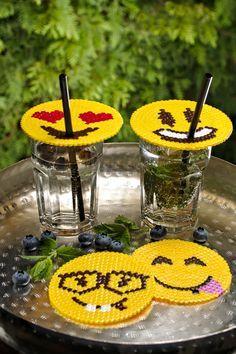 Geschenktipp zum Nachmachen: Emoji-Glasscover und -Untersetzer aus Bügelperlen - Vorlagen für die Smileys findet ihr auf meinem Blog.