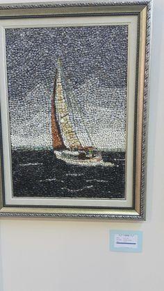 Yelkenli Pebble Mosaic, Mosaic Diy, Mosaic Crafts, Mosaic Projects, Pebble Painting, Dot Painting, Stone Painting, Mosaic Designs, Mosaic Patterns