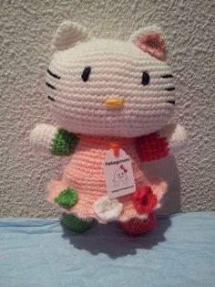 Hello Kitty amigurumi Italiana, Fue un encargo especial. Los colores del vestido recuerdan la bandera Italiana. Mas información en: nekagurumi.blogspot.com