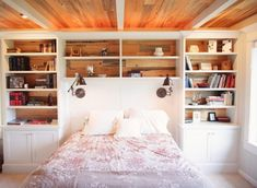 Police po stranách postele si zamilujete,