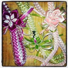 Double braid ribbon lei with detachable hair clip.