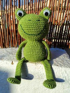 Re-Enganchada: Kermit the Frog, Amigurumi - La rana René ( free ravelry pattern) Crochet Frog, Crochet Amigurumi Free Patterns, Finger Knitting, Loom Knitting, Easy Knitting, Frog Crafts, Giraffe Pattern, Kermit The Frog, Yarn Tail