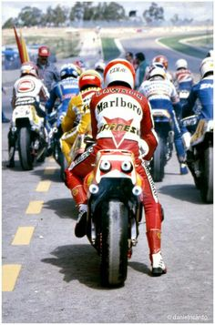 "itsawheelthing: "" back to the bike week … ready to race Eddie Lawson (Marlboro Agostini-Yamaha & the rest of the field waiting in pit lane to enter the track at Jerez de la Frontera, Yamaha Motorcycles, Vintage Motorcycles, Eddie Lawson, Flat Track Motorcycle, Motogp Race, Japanese Motorcycle, Road Racing, F1 Racing, Super Bikes"