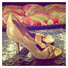 Gold shoes 7.5 Gold shoes 7.5 in excellent conditions very elegant with 3 inch heel Nine West Shoes
